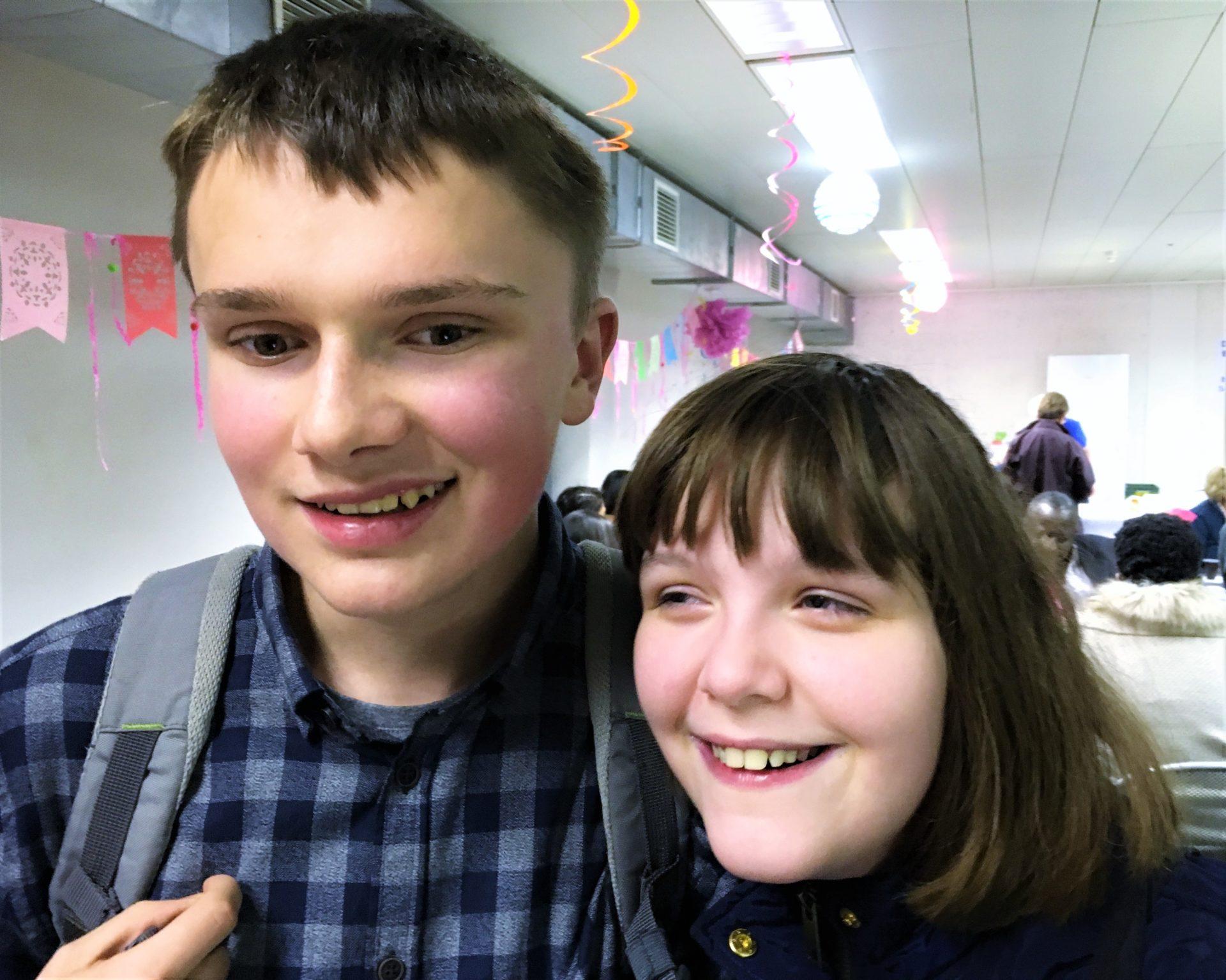 Twee leerlingen met visuele beperking